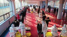 Centros de cuarentena en ciudad china están abarrotados en intento por detener expansión del COVID-19