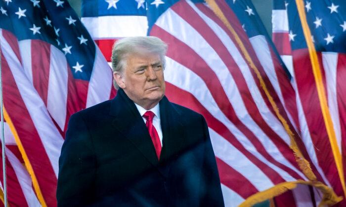 El presidente de Estados Unidos Donald Trump habla a sus partidarios en el parque de La Elipse, en Washington, el 6 de enero de 2021. (Brendan Smialowski/AFP vía Getty Images)