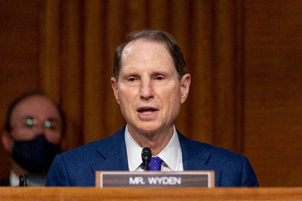 Senador Wyden condena los disturbios del día de la inauguración en su estado natal, Oregón