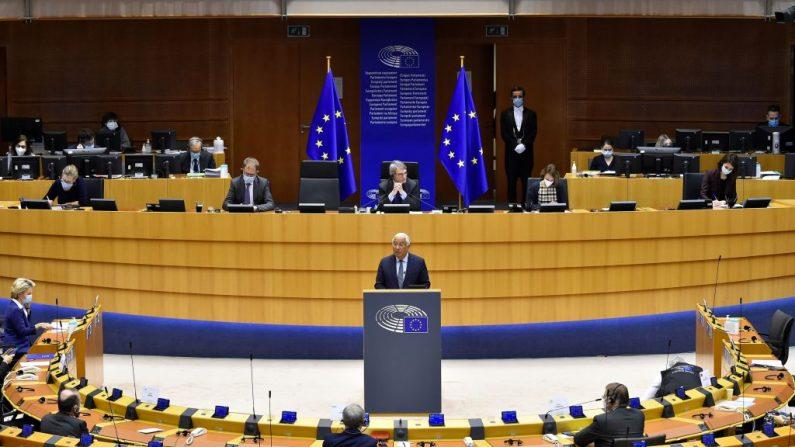 El primer ministro portugués Antonio Costa habla durante una sesión plenaria en el Parlamento de la UE en Bruselas el 20 de enero de 2021. ( John Thys/AFP vía Getty Images)