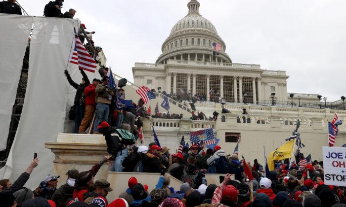 Arrestan a hispano de Florida por ataque al Capitolio en Washington