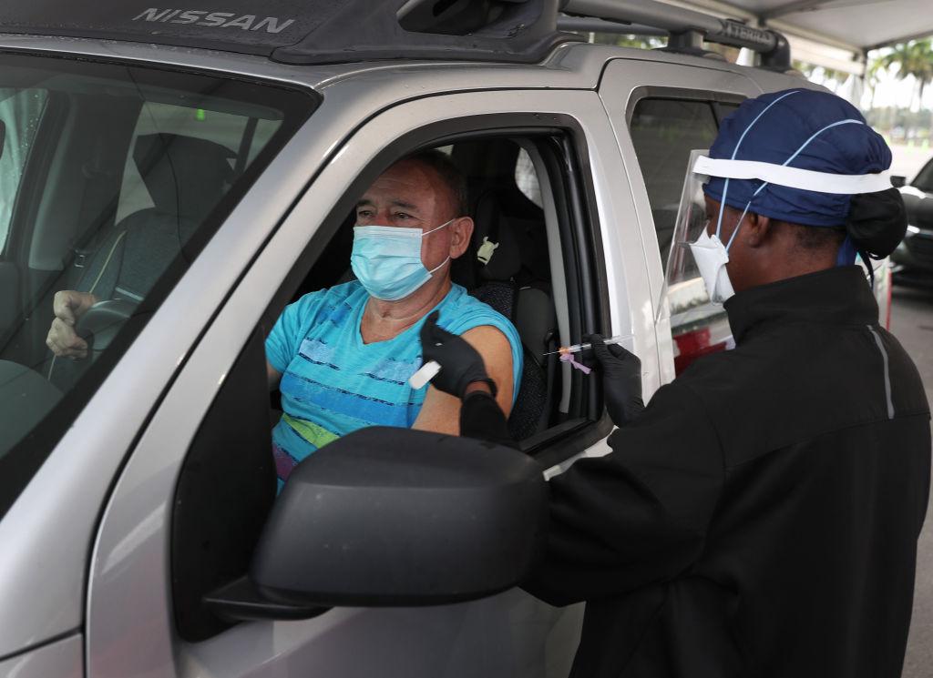"Miami inicia control del suministro ""equitativo"" de la escasa vacuna"