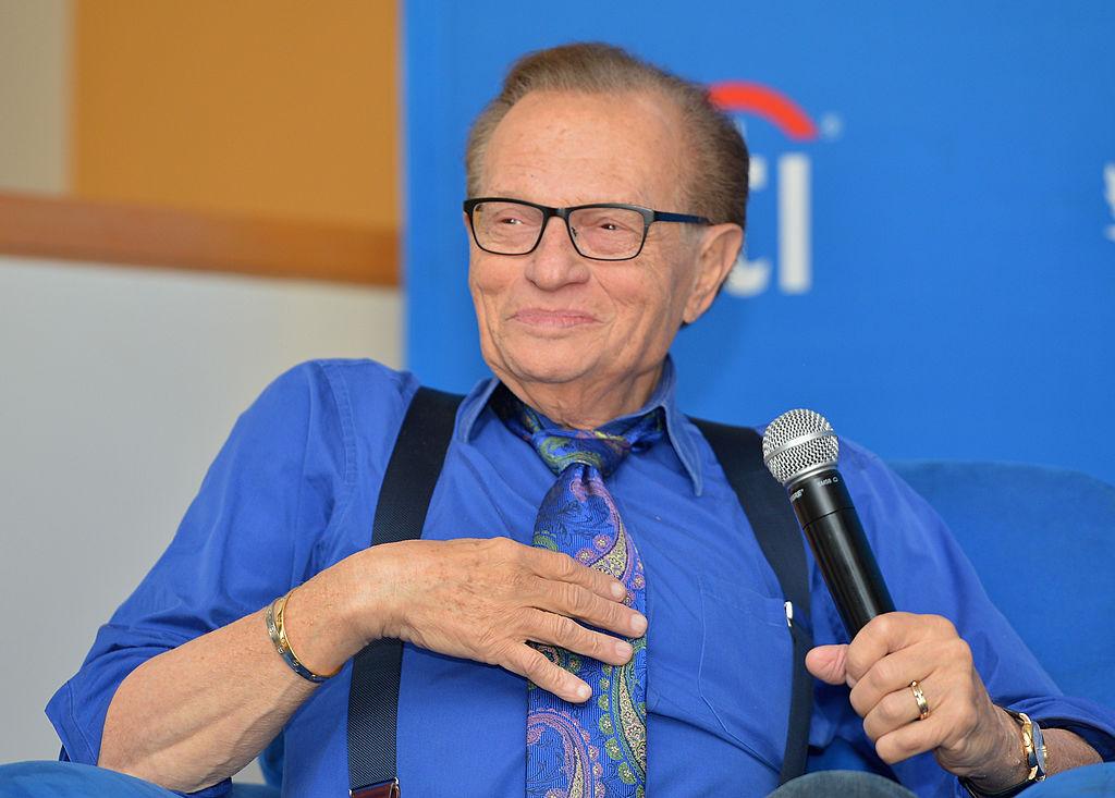 El veterano presentador de televisión Larry King fallece a los 87 años
