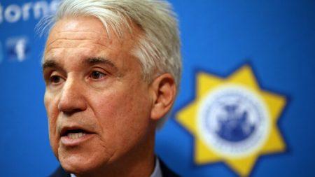 Fiscales demandan a fiscal de distrito financiado por Soros por violar la ley de California