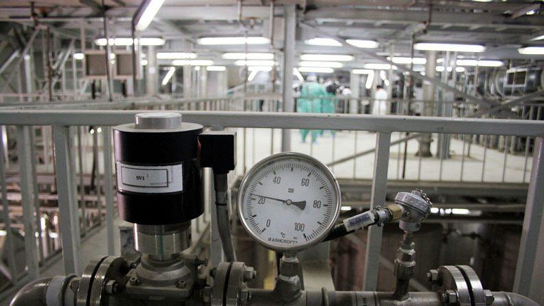 El interior de una unidad de producción de una instalación de conversión de uranio se ve el 30 de marzo de 2005 a las afueras de la ciudad de Isfahan, a unas 254 millas (410 kilómetros), al sur de la capital Teherán, Irán. (Foto de Getty Images)