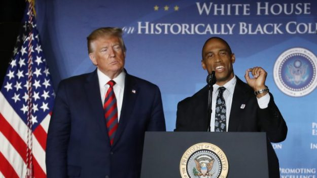Grupo de cristianos negros envía sus elogios a Trump tras dejar su cargo