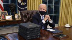 """Gobierno de Biden adopta ideología de """"equidad racial"""" en una serie de medidas ejecutivas"""
