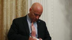 El jefe de gabinete de Pence no puede ingresar a los terrenos de la Casa Blanca: Reportaje