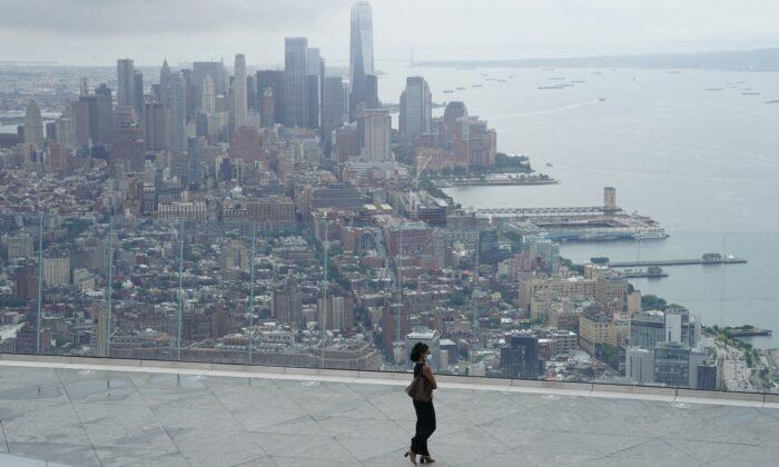 El horizonte de la ciudad de Nueva York visto desde una plataforma de observación en la ciudad de Nueva York, el 2 de septiembre de 2020. (Timothy Clary/AFP/Getty Images)