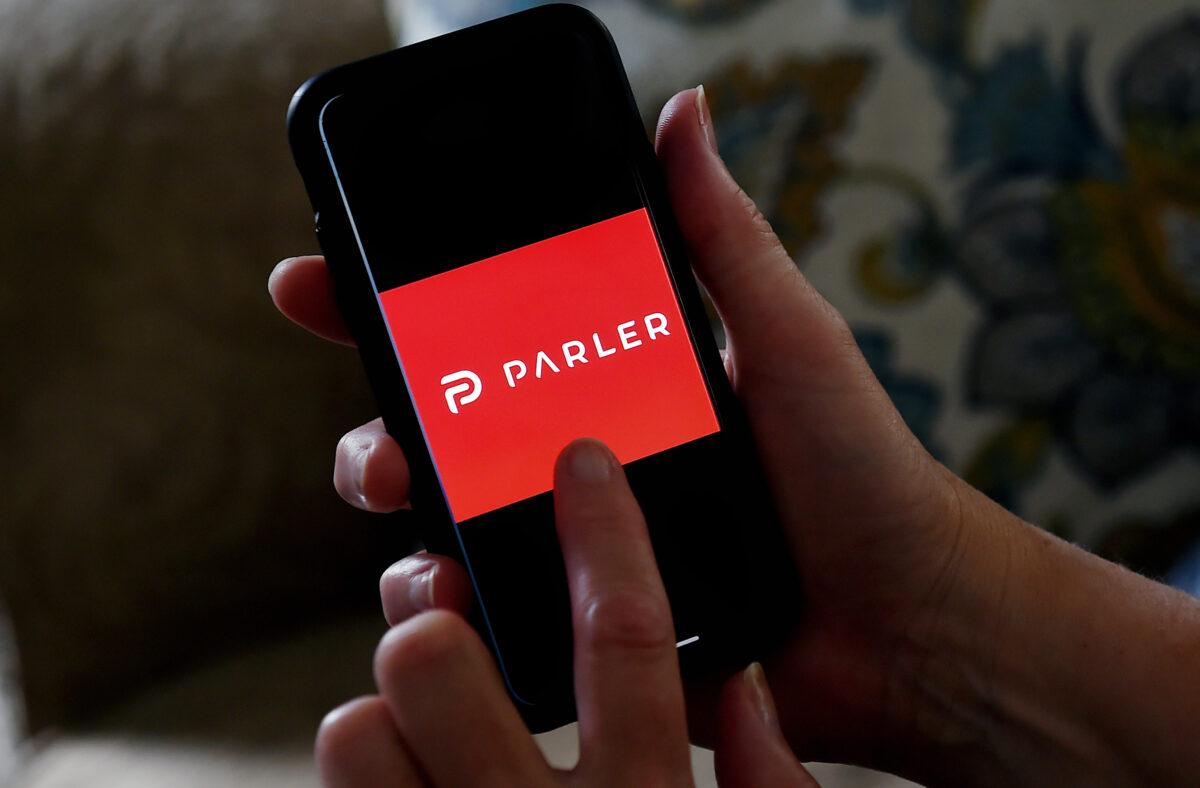 Sitio web de Parler vuelve a estar en línea con un mensaje de su CEO
