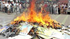 Creyentes religiosos son condenados y sus libros confiscados y quemados en la China comunista
