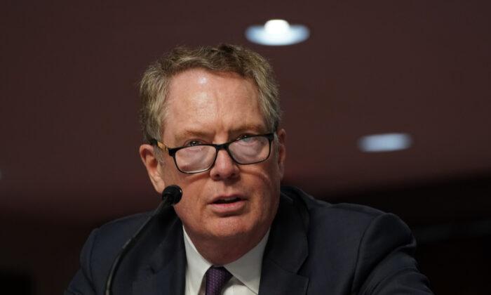 El representante de comercio de Estados Unidos, Robert Lighthizer, comparece ante el Comité de Finanzas del Senado, en Washington, el 17 de junio de 2020. (Anna Moneymaker-Pool/Getty Images)