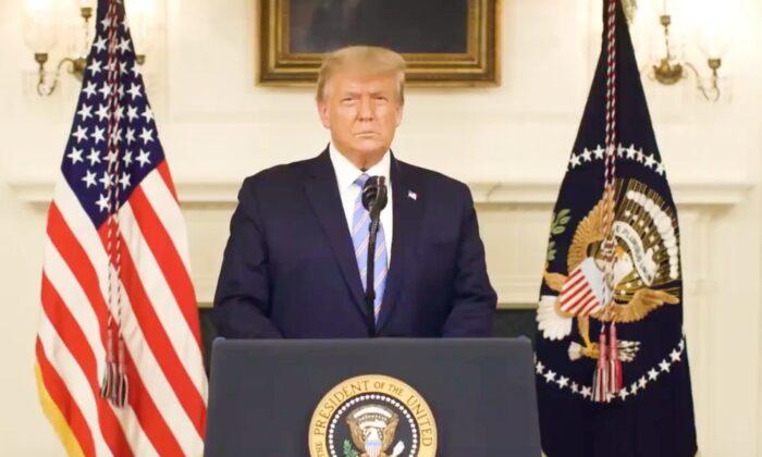 El presidente Donald Trump habla en un vídeo publicado en su Twitter, el 7 de enero de 2020. (Captura de pantalla/@ realDonaldTrump)
