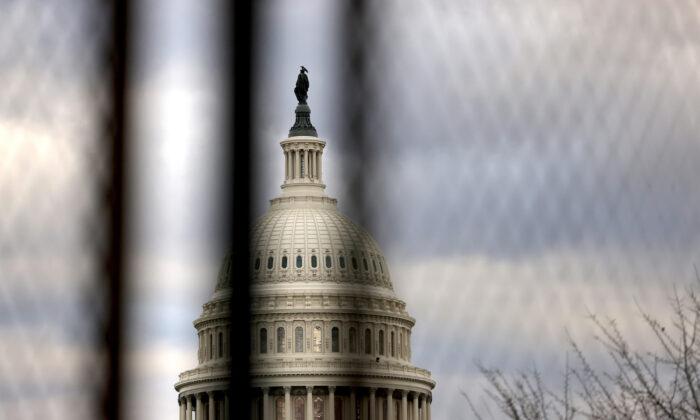 Cierran Capitol Hill debido a un incendio cercano