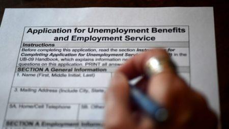 Suben a 332,000 las solicitudes semanales de subsidio por desempleo en EE.UU.
