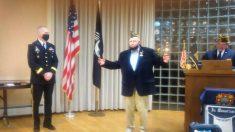 Veterano de 100 años recibe 3 medallas por su servicio en la Segunda Guerra Mundial, 75 años después