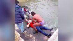 Hombre de Lisboa ve a un anciano flotando en un río y su reacción le salva la vida