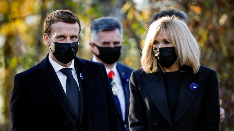 El presidente francés, Emmanuel Macron, y su esposa Brigitte Macron. EFE/EPA/LUDOVIC MARIN / Archivo