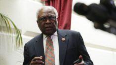 """""""Sería una pérdida de tiempo"""" buscar un impeachment, dice representante James Clyburn"""