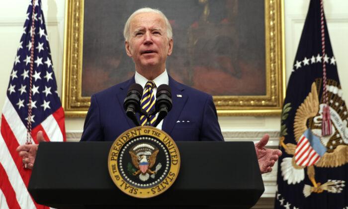 El presidente de Estados Unidos, Joe Biden, habla sobre la crisis económica durante un evento en la Casa Blanca en Washington el 22 de enero de 2021. (Alex Wong/Getty Images)