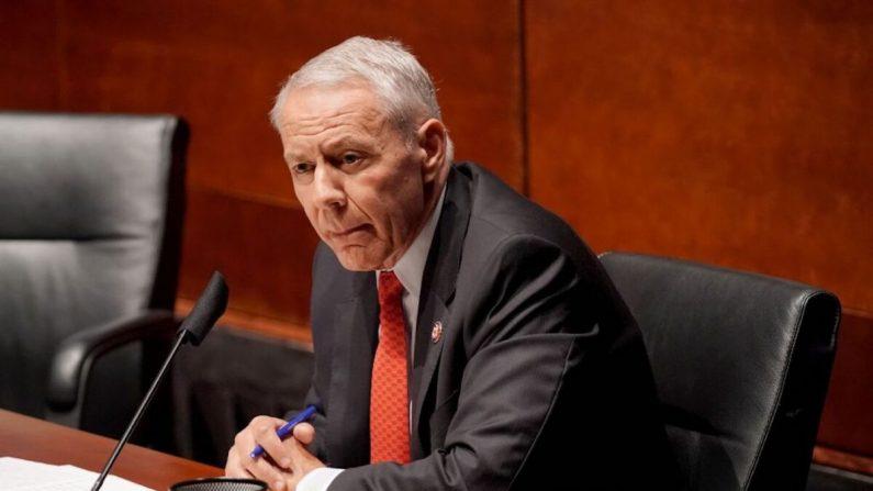 El representante Ken Buck (R-Colo.) en el Capitolio de EE. UU. en Washington el 10 de junio de 2020. (Greg Nash/POOL/AFP vía Getty Images)