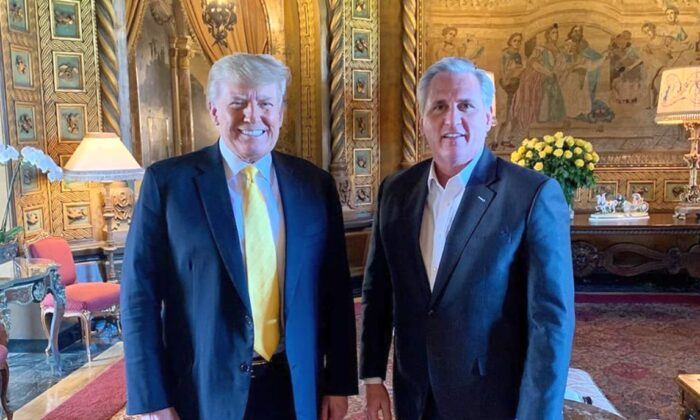 El expresidente Donald Trump se reunió el jueves con el líder de la minoría de la Cámara de Representantes, Kevin McCarthy (R-Calif.), en Florida. (Save America PAC)