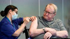 Efectos secundarios de vacuna contra COVID-19 podrían ser causa de 13 muertes en Noruega