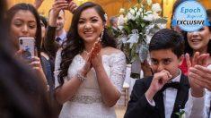 Video: Novia finge lanzar ramo de flores para ayudar a su cuñado con una propuesta épica a su hermana