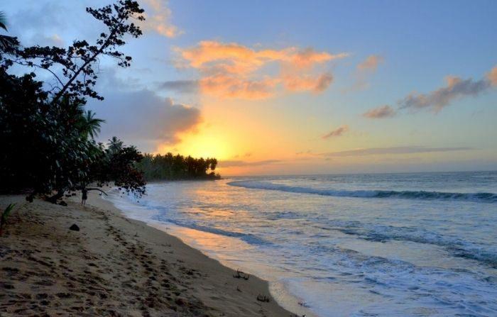Una puesta de sol en la playa en el lujoso resort Sublime Samaná. (Kevin Revolinski)