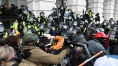 """""""Este podría ser el final para mí"""": Policías relatan el ataque al Capitolio del 6 de enero"""