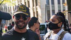 Arrestan a líder de Proud Boys en DC después de admitir la quema de pancarta de BLM el mes pasado