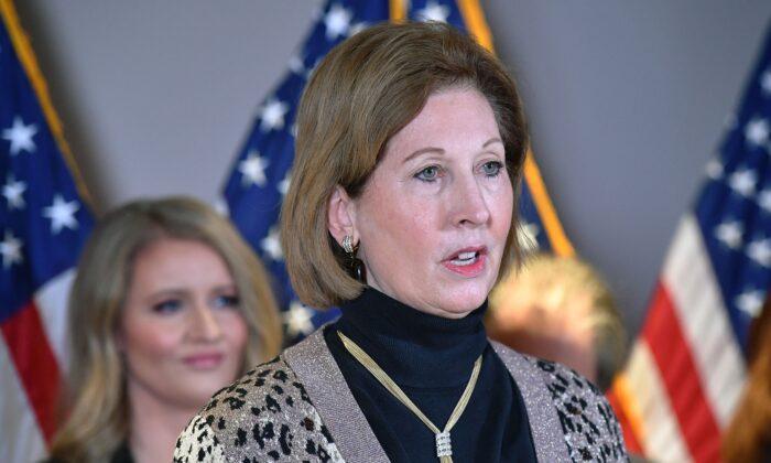 Sidney Powell retira una demanda electoral antes de la inauguración presidencial