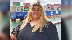 Mujer que no salía a comer sin buscar en Google el tamaño de la silla pierde más de 140 libras