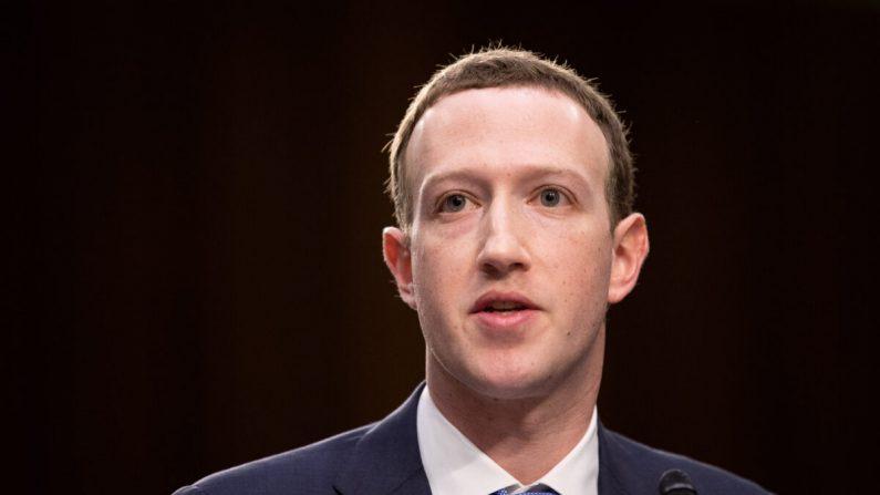 El fundador y director general de Facebook, Mark Zuckerberg, testifica en una audiencia conjunta de los Comités de Justicia y de Comercio del Senado, en Washington, el 10 de abril de 2018. (Samira Bouaou/The Epoch Times)