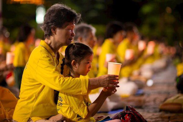 Practicantes de Falun Gong realizan una vigilia para denunciar el 21º aniversario de la persecución contra Falun Gong en China, en Taipei, Taiwán, el 18 de julio de 2020. (Minghui)