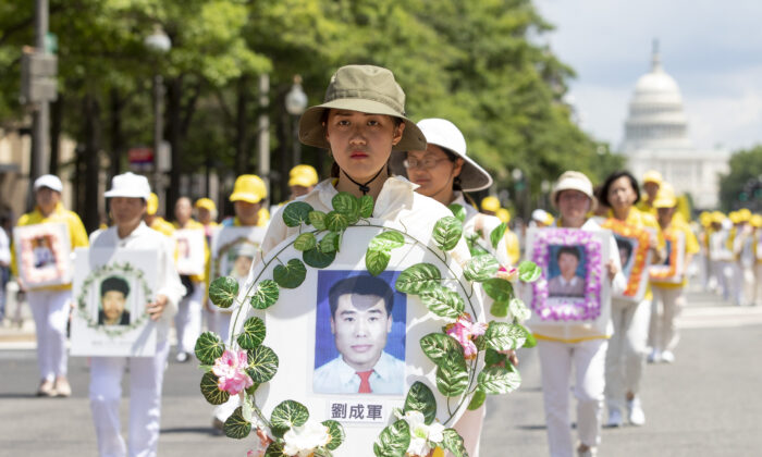 Practicantes de Falun Gong participan en Washington el 18 de julio de 2019, en un desfile para conmemorar el 20º aniversario de la persecución de Falun Gong en China. (Samira Bouaou/The Epoch Times)