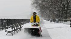 Al menos 47 muertos y millones sin electricidad bajo tormenta invernal en EE.UU.