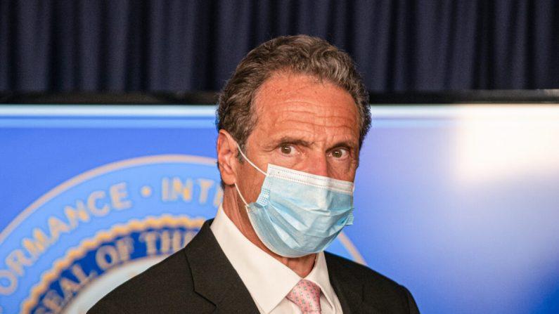 El gobernador de Nueva York, Andrew Cuomo (R), en la conferencia de prensa diaria en la Oficina del Gobernador del Estado de Nueva York el 12 de junio de 2020. (Jeenah Moon/Getty Images)