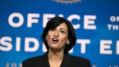 Directora de los CDC explica cambio en recomendación de distanciamiento escolar en EE.UU.