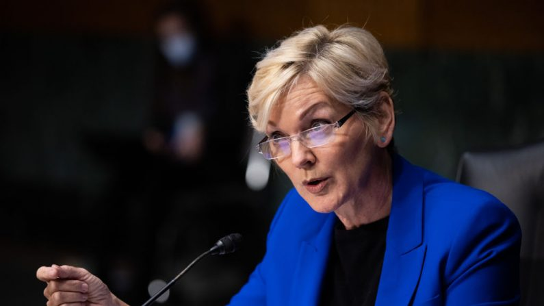 La entonces candidata a Secretaria de Energía, Jennifer Granholm, testifica en su audiencia de confirmación ante el Comité Senatorial de Energía y Recursos Naturales, en Capitol Hill, el 27 de enero de 2021 en Washington, D.C. (Graeme Jennings-Pool/Getty Images)
