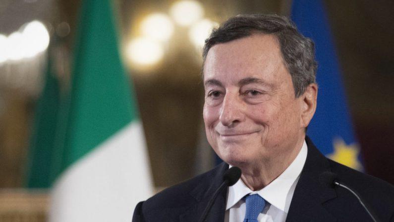 El exdirector del Banco Central Europeo, Mario Draghi, en el palacio del Quirinal después de una reunión con el presidente italiano, en Roma, Italia, el 3 de febrero de 2021. (Alessandra Tarantino/POOL/AFP a través de Getty Images)