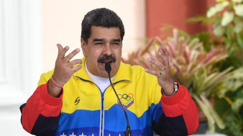 El dictador de Venezuela, Nicolás Maduro, habla durante una reunión para conmemorar el Día Internacional de la Juventud en el Palacio Presidencial de Miraflores, en Caracas, el 12 de febrero de 2021. (FEDERICO PARRA/AFP vía Getty Images)