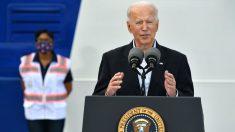 Biden visita Texas y promete ayudar en la recuperación de las tormentas