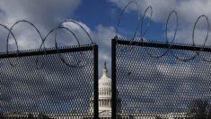 """Republicanos piden a Pelosi que retire las """"cercas de estilo militar"""" alrededor del Capitolio"""