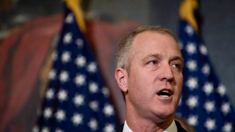 El representante Sean Patrick Maloney (D-N.Y.) en una conferencia de prensa para presentar la Ley de Igualdad en Capitol Hill en Washington el 2 de mayo de 2017. La versión 2021 del proyecto de ley fue aprobada por la Cámara el 25 de febrero. (Aaron P. Bernstein/Getty Images)