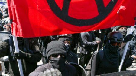 Manifestantes de Black Lives Matter y Antifa marchan por D.C. y cantan 'incéndienlos'