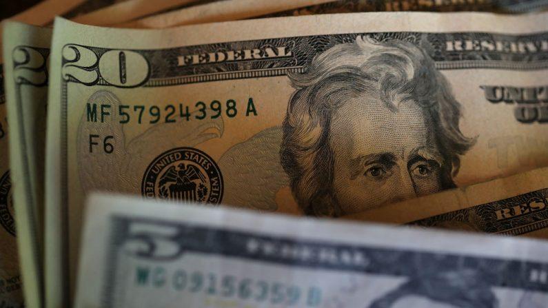 """Desde 2019, las remesas que reciben los nicaragüenses superiores a los 500 dólares y que resulten """"sospechosas"""" deben ser reportadas a la Unidad de Análisis Financiero del régimen. (Justin Sullivan/Getty Images)"""