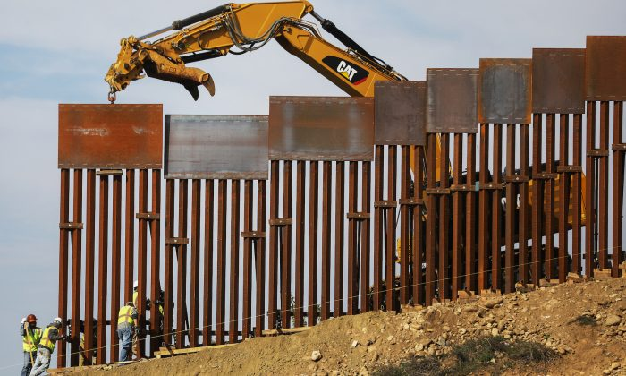 Fiscales de Texas y Misuri demandan a la Admin. Biden para reanudar la construcción del muro