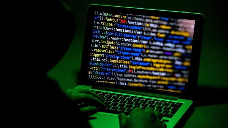 La multinacional estadounidense del software Microsoft alertó este martes 2 de marzo de que piratas informáticos apoyados por el régimen chino lograron acceso a cuentas de correo electrónico de su servicio para empresas Exchange Server. EFE/SASCHA STEINBACH/Archivo