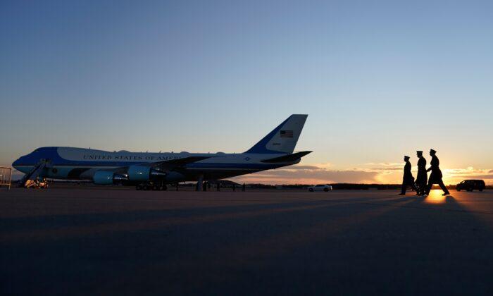Base de la Fuerza Aérea Andrews, en Maryland, durante los preparativos para la salida del presidente saliente, Donald Trump, el 20 de enero de 2021. (Alex Edelman/AFP vía Getty Images)